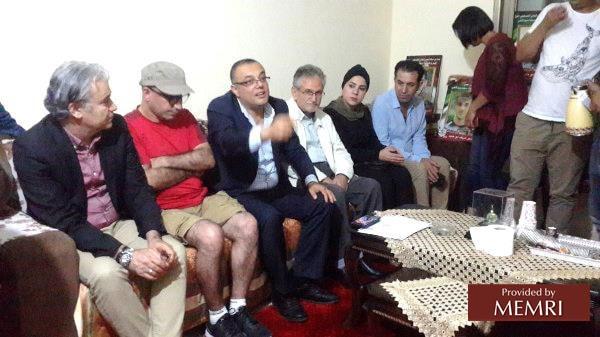 La délégation des écrivains et poètes au domicile de Latifa Abou Hmeid (Source : alwatanvoice.com, 9 juillet 2019.