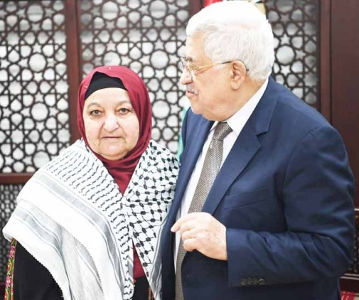 Abbas avec Latifa Abou Hmeid. (Source : Al-Hayat Al-Jadida, 29 avril 2017)
