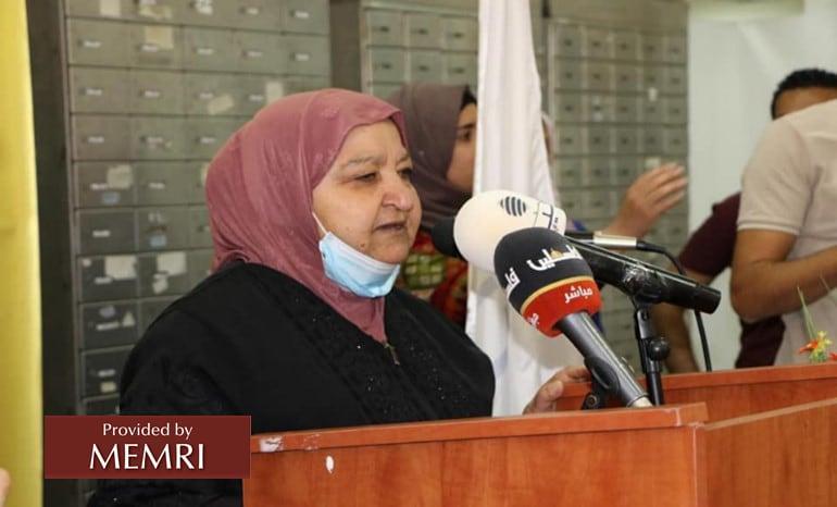 "Latifa ""Um Nasser"" Abu Hamid inaugurando la conferencia de prensa (Fuente: Facebook.com/MTITPalestine, 6 de julio, 2021)"