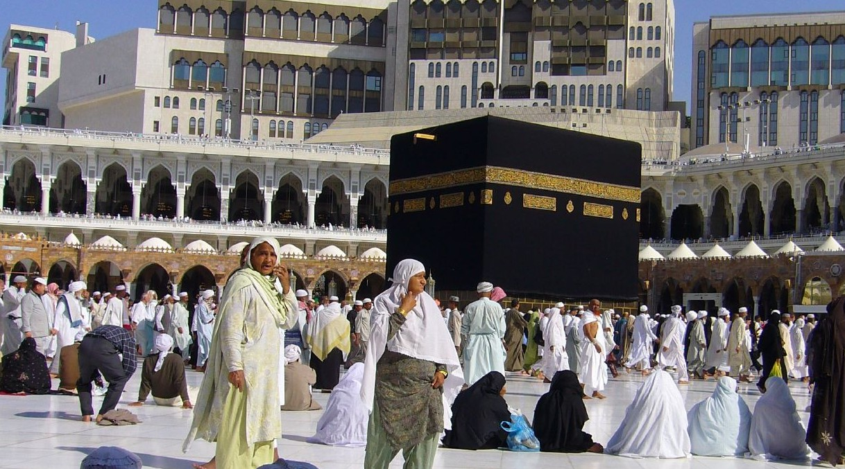 Saudi Academic: It's Time To End Gender Segregation In Mosques; Let's Make Mosques Similar To Churches!