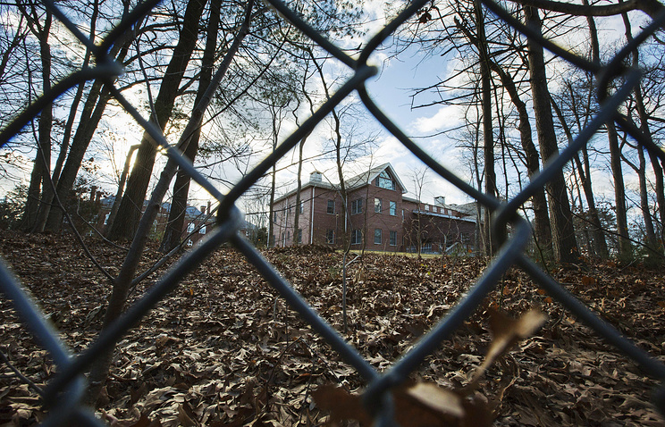 Description: A fence encloses an estate in the village of Upper Brookville in the town of Oyster Bay, on Long Island, after the Obama administration closed this compound for Russian diplomats