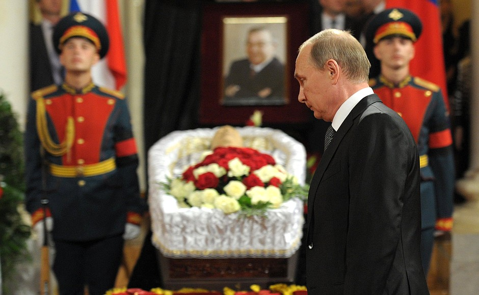 Putin at Primakov's funeral ceremony