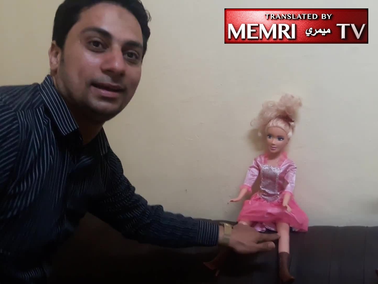 Egyptian Human Rights Activist Demonstrates on Dolls How Men Harass Women, and Vice Versa