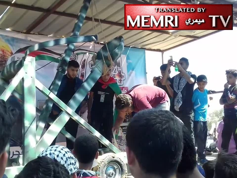 Palestinians Introduce Catapult to Gaza Strip Clashes – Scenes from Gaza