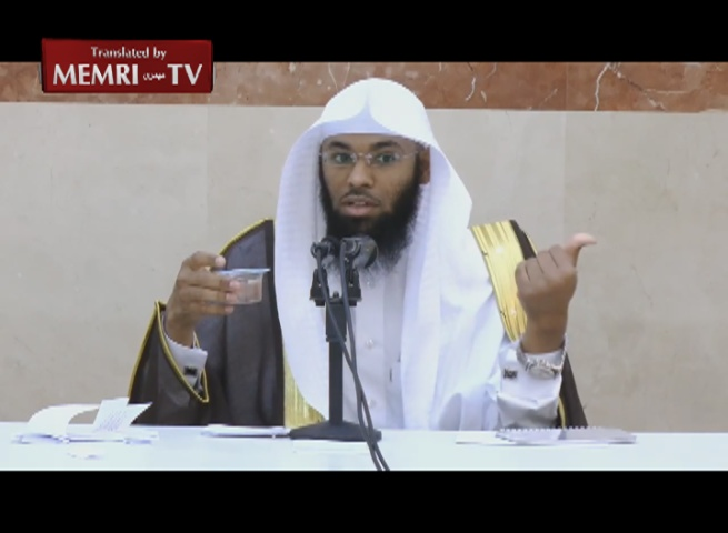 Saudi Preacher Bandar Al-Khaybari Demonstrates: The Earth Does Not Revolve around Itself