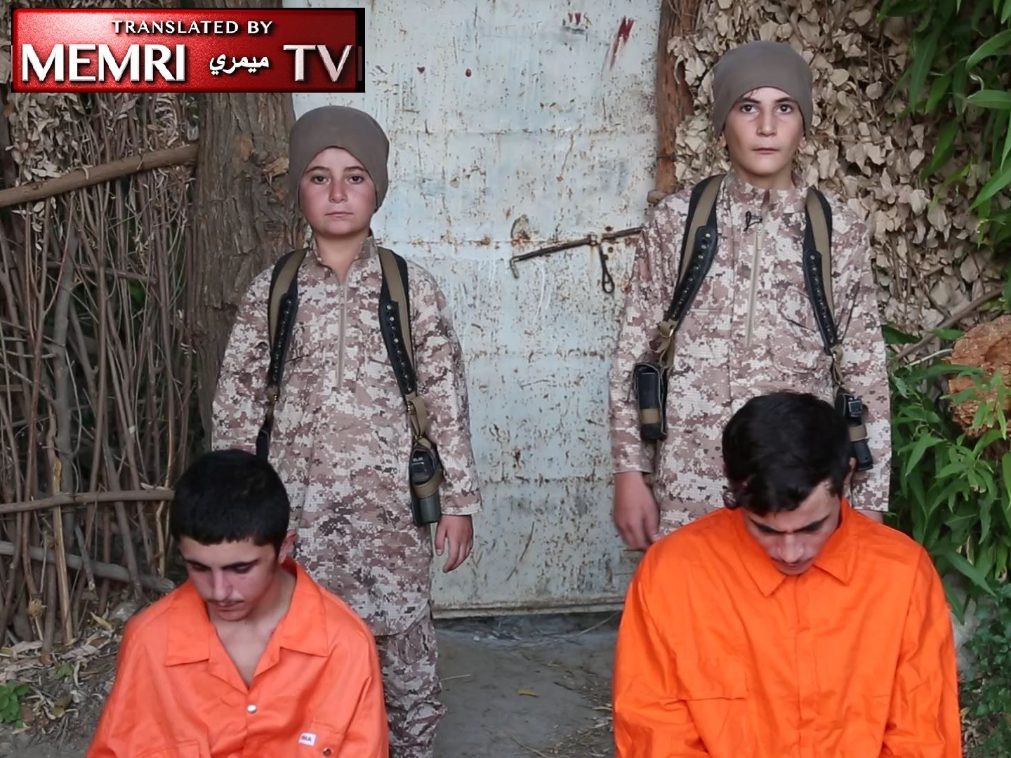 "ISIS Children Execute ""Spies,"" Threatens Russia And West With Attacks. Warning: Graphic"