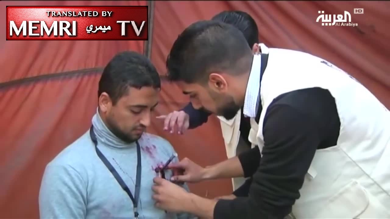 Palestinian Makeup Artist Paints Wounds on Actors in a Médecins du Monde Infomercial